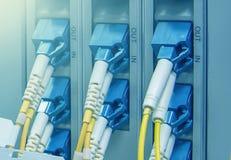Os conectores óticos do SC obstruem em portos óticos do telecommunicati fotografia de stock royalty free