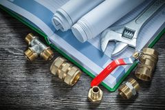 Os conectores da tubulação do encanamento da chave inglesa ajustável rolaram o wa dos modelos imagem de stock