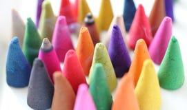 Os cones do incenso são coloridos Foto de Stock