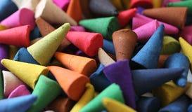 Os cones do incenso são coloridos Fotografia de Stock