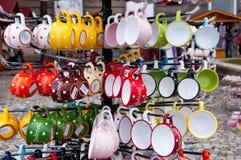 Os copos indicam em uma loja de lembrança em Budapest, Hungria Foto de Stock