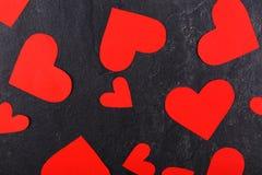 Os corações dispersaram o close-up em um fundo de pedra Vista de acima Fotografia de Stock Royalty Free