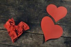 Os corações feitos a mão em retro wodden a tabela Foto de Stock Royalty Free