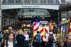 Os corpos de bombeiros atendem ao incidente fora da estação de Paddington fotos de stock