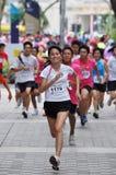 Os corredores em criam a ação agora! (POSSA) funcionado Foto de Stock