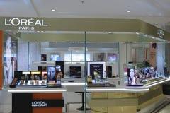 Os cosméticos de L'oreal opõem-se fotografia de stock
