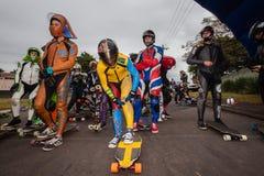 Os couros das cores dos skateres começam para baixo Imagem de Stock Royalty Free