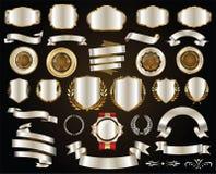 Os crachás e as etiquetas retros das fitas do ouro e da prata vector a coleção ilustração stock
