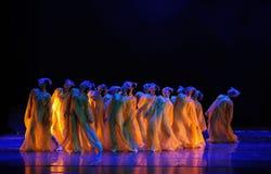 Os crisântemos- dourados dançam o drama a legenda dos heróis do condor Imagens de Stock