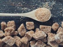 Os cubos Rushy do açúcar cru fecham-se acima Foto de Stock Royalty Free