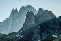 Os cumes sobre Chamonix foto de stock