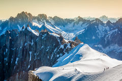 Os cumes sobre Chamonix imagem de stock royalty free
