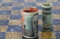 Os dólares australianos e americanos estão na placa do jogo Imagens de Stock