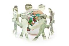 Os dólares dos entalhes dos povos dançam dentro em torno do globo Fotos de Stock Royalty Free