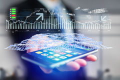 Os dados de troca dos estrangeiros conectam em um interfac futurista do smartphone fotos de stock royalty free