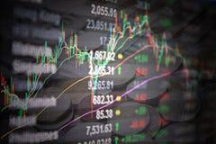 Os dados e a vela do mercado de valores de ação de Asia Pacific colam a carta do gráfico no monitor no fundo das moedas Fotografia de Stock Royalty Free