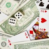 Os dados estão no dinheiro e nos cartões Fotos de Stock Royalty Free