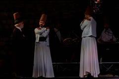 Os dançarinos girando turcos ou dançarinos girando de Sufi em Spirito Imagens de Stock