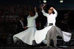 Os dançarinos girando turcos ou dançarinos girando de Sufi em Spirito Fotografia de Stock