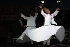 Os dançarinos girando turcos ou dançarinos girando de Sufi em Spirito Fotos de Stock