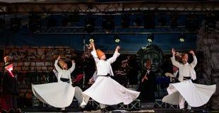 Os dançarinos girando turcos ou dançarinos girando de Sufi em Spirito Fotos de Stock Royalty Free