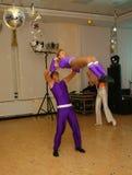 Os dançarinos novos dos atletas da dança ostentam a federação de St Petersburg Foto de Stock Royalty Free