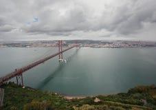 Os 25 de abril Bridge em Lissabon, Portugal Imagem de Stock Royalty Free
