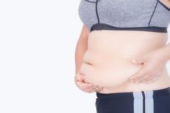 Os dedos da mulher que medem sua gordura da barriga Fotos de Stock Royalty Free