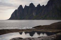 Os dentes do diabo, rochas na ilha de Senja, Noruega do norte Fotografia de Stock