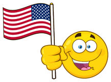 Os desenhos animados amarelos patrióticos Emoji enfrentam o caráter que acena uma bandeira americana