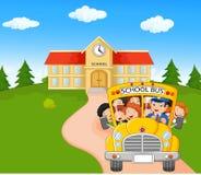Os desenhos animados das crianças estão indo dirigir ilustração royalty free