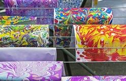Os desenhos fizeram na técnica do ebru Pondo pinturas sobre a água com transferência subsequente do teste padrão resultante no pa imagens de stock royalty free