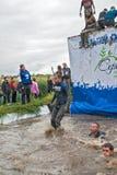 Os desportistas saltam na água Caráter de aço Tyumen Imagem de Stock