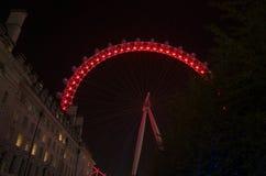 Os detalhes de Londres bonita Eye a roda de ferris na noite imagens de stock