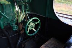Os detalhes de um vapor do vintage treinam a condução da cabine Imagens de Stock Royalty Free