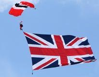Os diabos vermelhos do regimento do paraquedas saltam de paraquedas equipe da exposição Foto de Stock Royalty Free