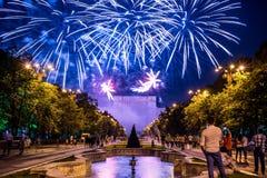Os dias do aniversário de Bucareste, fogos-de-artifício party e celebração fotos de stock royalty free