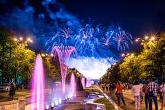 Os dias do aniversário de Bucareste, fogos-de-artifício party e celebração foto de stock