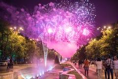 Os dias do aniversário de Bucareste, fogos-de-artifício party e celebração imagens de stock royalty free