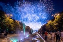 Os dias do aniversário de Bucareste, fogos-de-artifício party e celebração fotos de stock