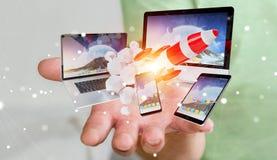 Os dispositivos de conexão da tecnologia do homem de negócios e o foguete startup 3D rendem Fotografia de Stock Royalty Free