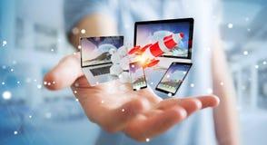 Os dispositivos de conexão da tecnologia do homem de negócios e o foguete startup 3D rendem Fotos de Stock