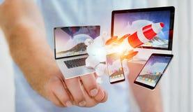 Os dispositivos de conexão da tecnologia do homem de negócios e o foguete startup 3D rendem Fotografia de Stock