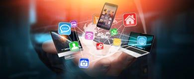 Os dispositivos e os ícones da tecnologia conectaram à terra digital do planeta Fotografia de Stock
