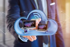 Os dispositivos gostam do smartphone, da tabuleta ou do computador indicados em uma nuvem Fotos de Stock