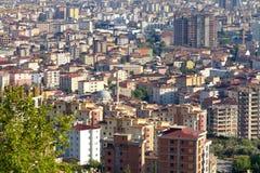 Os distritos de Istambul estendem longe do centro da cidade, ao longo do comprimento completo do Bosporus Fotos de Stock