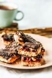 Os doces caseiros crus rir debochadamente, sobremesas saudáveis do vegetariano imagem de stock royalty free