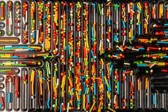Os doces coloridos polvilham são arranjados em pilhas da bandeja para o uso como t imagens de stock royalty free