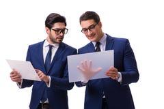 Os dois homens de negócios com as tabuletas virtuais isoladas no branco Fotos de Stock