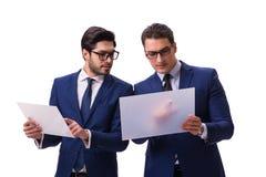 Os dois homens de negócios com as tabuletas virtuais isoladas no branco Imagens de Stock